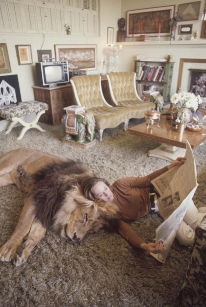 Tippi Hedron with pet lion, Neil