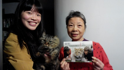 Yuan Chih and her mother and her cat Mai-Mai
