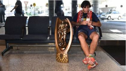 Casual champion Johnathan Thurston returning home with the League Trophy. Photograph by Brendan Esposito, sourced from The Herald.